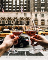 🍷 // happy hour + that new york city rush hour hustle and bustle... what a time to be alive.