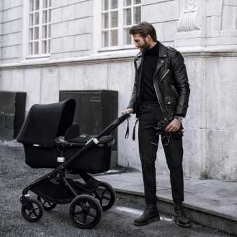 The daddy look ✔️ We took a walk in central Stockholm with the stroller today, she really seemed to enjoy it. What a feeling!